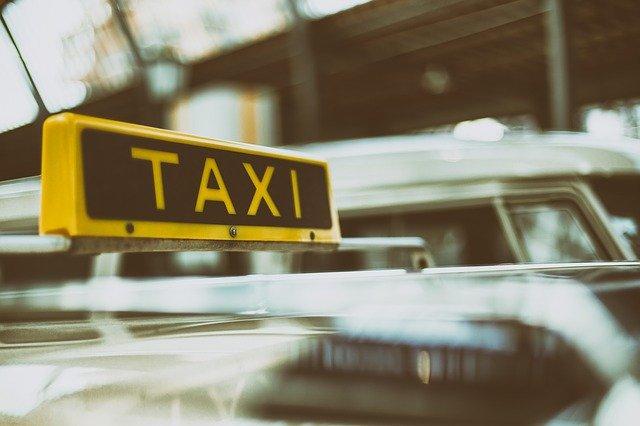 Роскачество исследовало безопасность приложений по заказу такси
