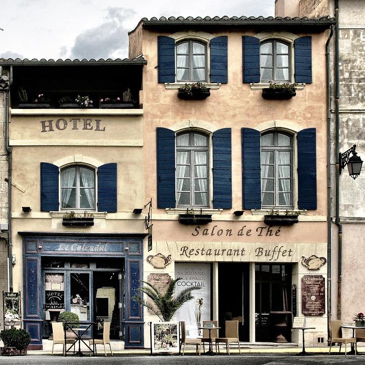 Названы зарубежные города с самыми дешевыми отелями в июле