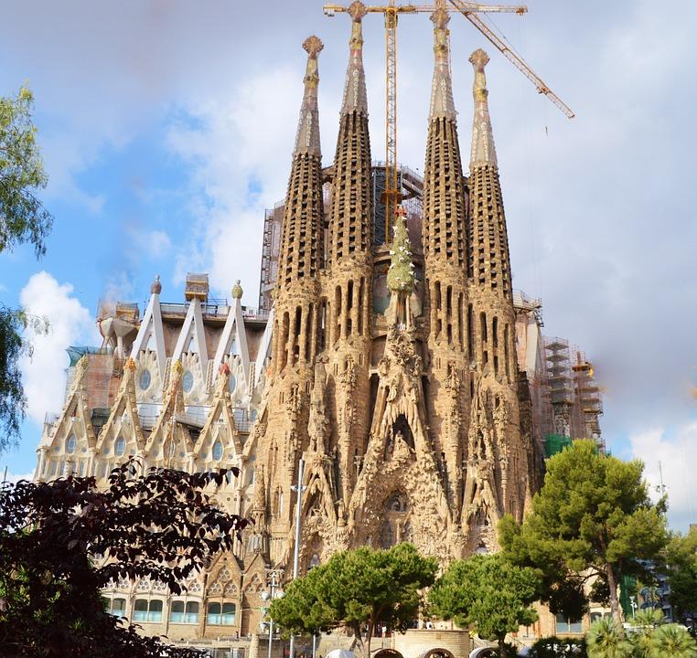 В Барселоне из-за массовых акций протеста закрыли для посещения Храм Святого Семейства (Саграда Фамилия).
