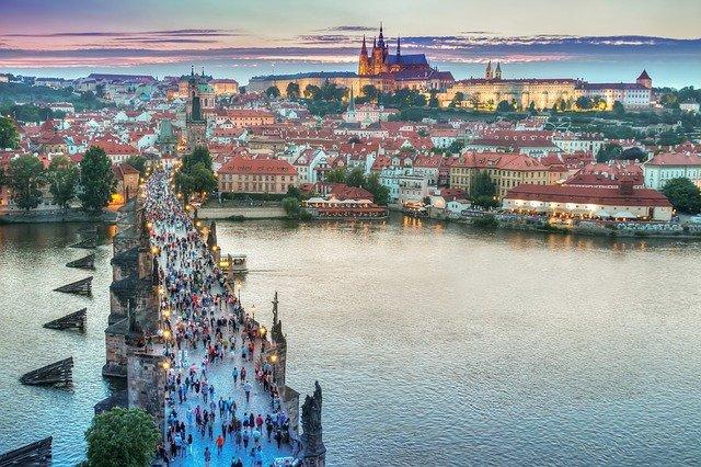 В Чехии снова открываются магазины, теннисные корты и спортобъекты