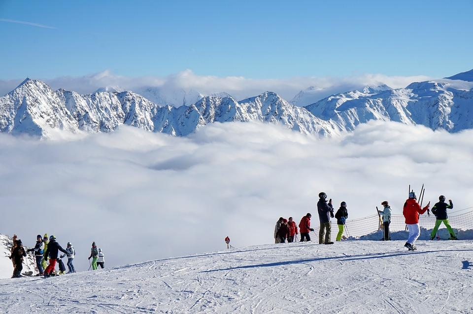 Туроператоры рассказали о самых интересных горнолыжных турах на предстоящую зиму в рамках
