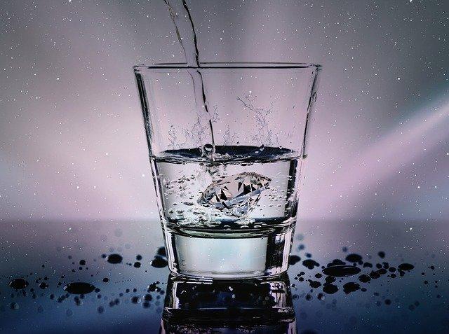 Какие жидкости более 100 мл разрешено провозить в ручной клади? Специалисты назвали исключения
